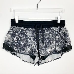 lululemon | Hotty Hot Short Black White Floral 2.5